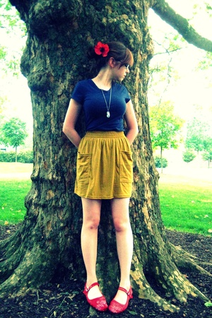Banana Republic Outlet shirt - American Apparel skirt - China Town shoes