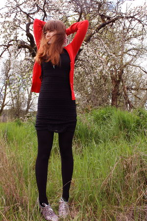 Red-h-m-cardigan-black-h-m-dress-black-cynthia-rowley-tights-silver-modclo