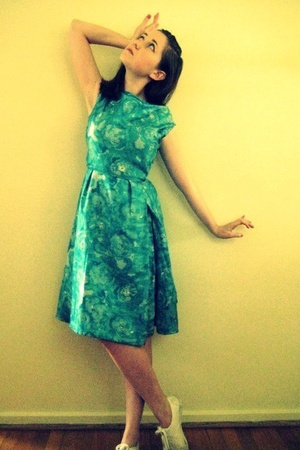 vintage dress - H&M shoes