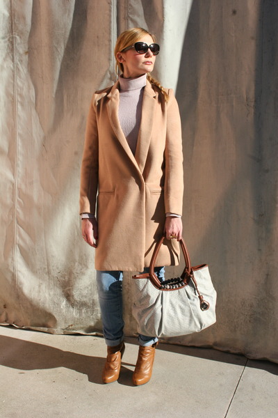 camel Yesstyle coat - tawny Belmondo boots - light pink Blue Joint sweater