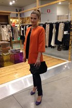 black Tosca Blu purse - carrot orange a-line Lupattelli coat - navy Nexos jeans
