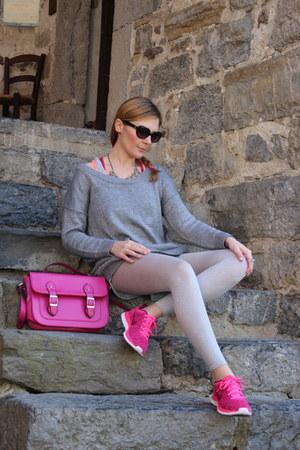 hot pink nike sneakers - silver tezenis jumper