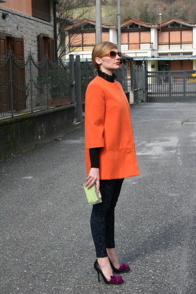 carrot orange Lupattelli Terni coat - black MORGAN sweater