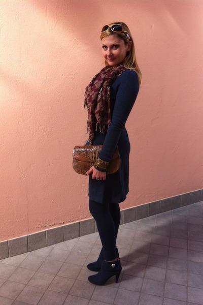 Max Mara scarf - cocco vintage bag - les copains sunglasses