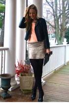 peach knitted Designroom sweater - black wedge Jessica Buurman boots