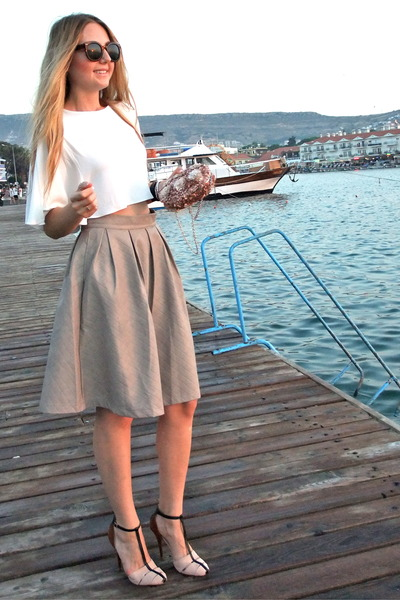 tan leaather Chicwish skirt - dark brown retro zeroUV sunglasses