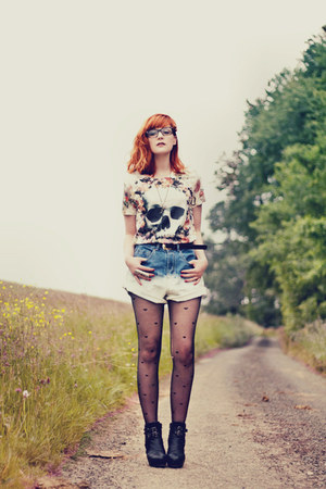 romwe t-shirt - asos tights - romwe shorts - Nelly heels
