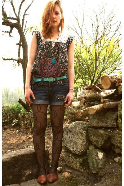 Stradivarius t-shirt - vintage shoes - vintage levis shorts