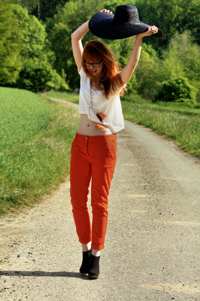 Zara hat - H&M necklace - white H&M top - black H&M wedges - carrot orange Zara