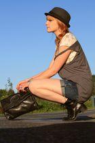 vintage shoes - Levis shorts - vintage purse