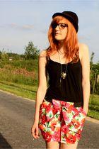 Boohoo skirt - Zara Basic t-shirt