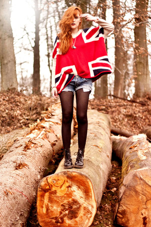 union jack Sheinside sweater - Dr Martens shoes - vintage shorts