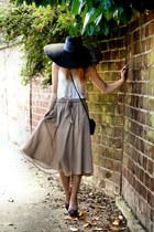 violet vintage shoes - beige H&M t-shirt - nude carole skirt
