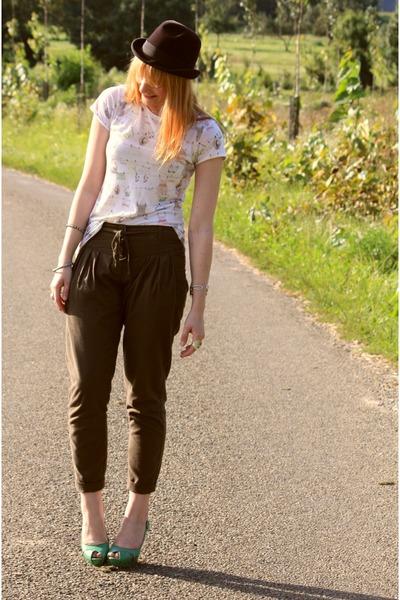 Zara t-shirt - Osmose shoes - Naf Naf pants