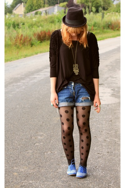 H&M t-shirt - ANDRE shoes - H&M tights - Levis shorts