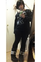 Nikki Lipstick sweatshirt - moon boots boots - simply vera leggings
