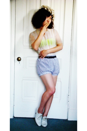 vintage hat - vintage blouse - aa bra - aa shorts - H&amp;M belt - Rachel Comey shoe