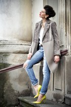 wool Laura Ciobanu coat - leather heels - cotton Zara t-shirt