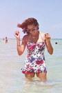 Floral-wet-swimwear-swimwear