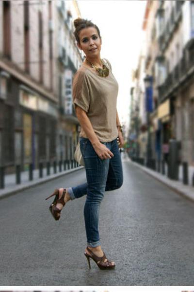 2d53a7de1ed4 blue Topshop jeans - brown Zara shoes - beige Zara top - beige H M bag