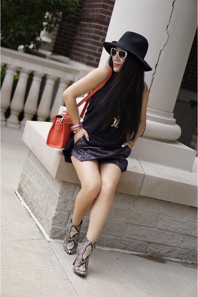 Black-accessorize-hat