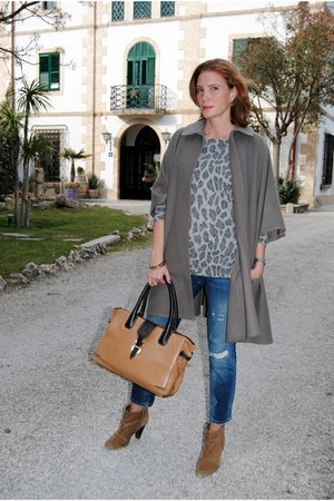 vintage cape - Mango boots - Zara jeans - Pull and Bear sweater - Tous bag