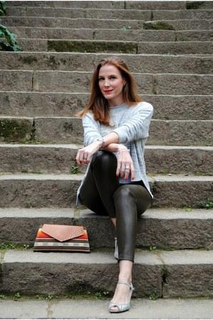 Diktons sweater - Ovra handmade bag - Zara pants - Zara heels
