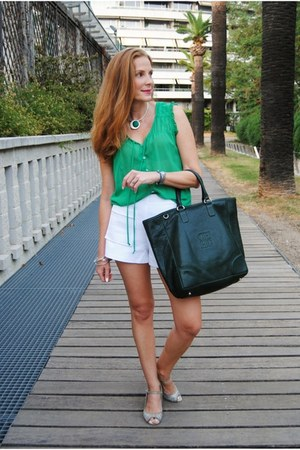 Carolina Herrera bag - Zara shorts - Zara blouse - Zara heels