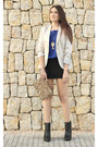 Black-zara-boots-off-white-stradivarius-blazer-gold-zara-bag