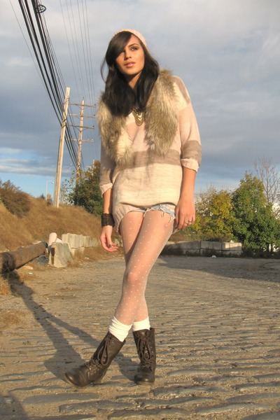 H&M sweater - Levis shorts - H&M accessories
