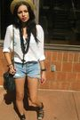 Levis-shorts-soho-shoes-h-m-blouse