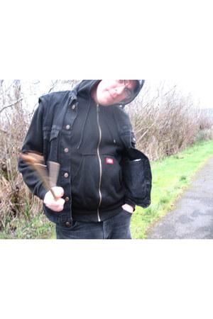 black Levis jacket - black Rustler jeans - black Dickies sweatshirt