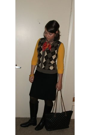 yellow california ts t-shirt - brown J Crew vest - black vintage skirt - black C