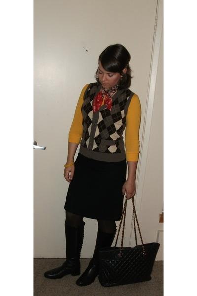 yellow california ts t-shirt - brown J Crew vest - black vintage skirt - black C