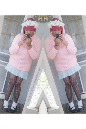 light pink sweater sweater - black fishnets stockings