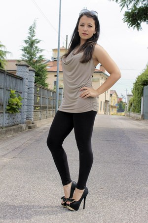 black Terranova leggings - beige zuiki shirt - black balenciaga sunglasses