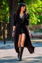 Dr Martens boots - Bershka shorts - H&M necklace