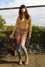 Gold-vintage-shirt-tawny-vintage-shorts-silver-socks