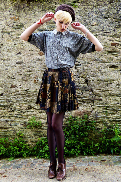 dark khaki floral Secondhand skirt - brown beret Secondhand hat