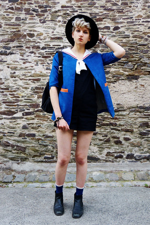 blue bright Voyage jacket - black ankle boots thrifted boots