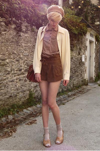 beret thrifted hat - thrifted shirt - satchel second hand bag