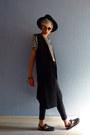 Black-wide-brim-thrifted-hat-black-round-80s-purple-sunglasses