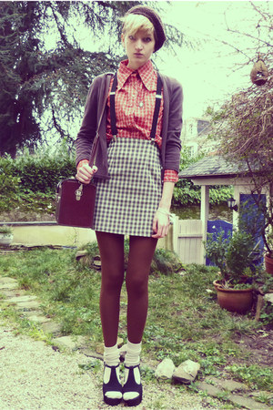 carrot orange checkered thrifted shirt - dark brown beret Secondhand hat