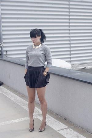 heather gray menswear H&M sweatshirt