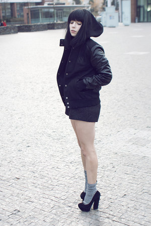 black nike jacket - silver Calzedonia socks