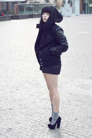 black nike jacket - silver Calzedonia socks