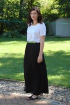 white pocket Gap t-shirt - lime green belt - black maxi Gap skirt