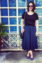 black graphic asos skirt - black chain link Zara bag - dark brown sunglasses