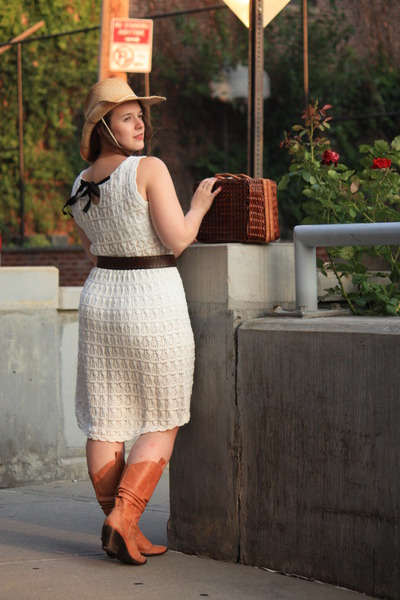 Light Brown Cowboy Boots, White Knitted Dresses, Dark Khaki Cowboy ...