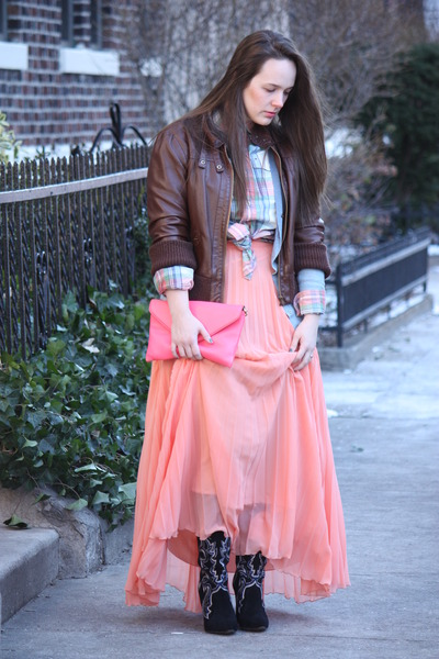 salmon pleated Zara skirt - black embroidered Zara boots